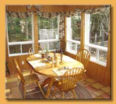 Deluxe Mont-Tremblant Cottage for rent pool, jacuzzi/spa and Sauna breakfast room