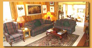 Deluxe Mont-Tremblant Cottage for rent pool, jacuzzi/spa and Sauna near Tremblant lake
