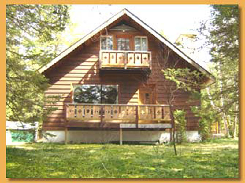 Mont-Tremblant Wood Cottage for rent with stone fireplace
