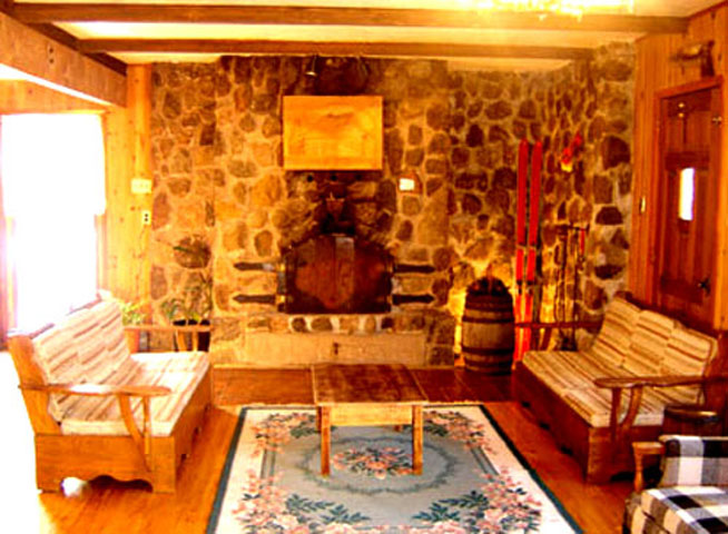 Mont-Tremblant Wood Cottage for rent living room with stone fireplace